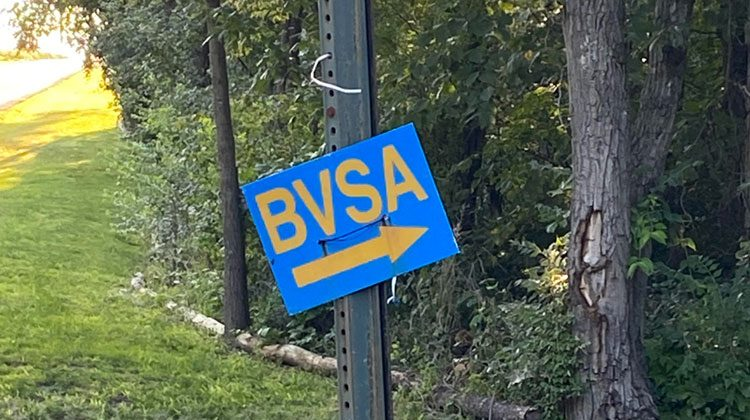 BVSA directional sign with Arrow